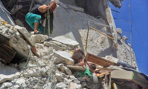 Aktivisten: 15 Zivilisten bei Luftangriffen im Nordwesten Syriens getötet