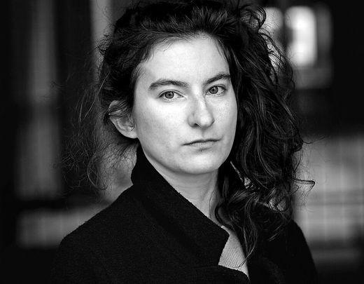 Der Schriftstellerin Deniz Ohde überzeugt mit ihrem Debütroman