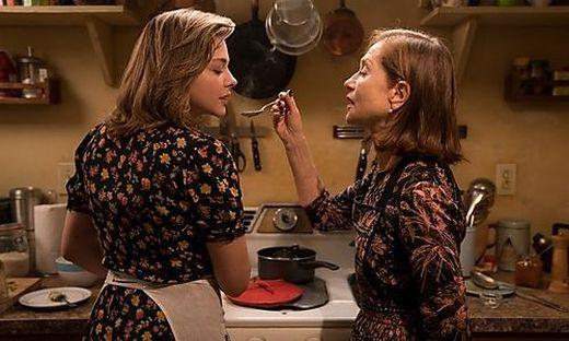 Chloë Grace Moretz und Isabelle Huppert