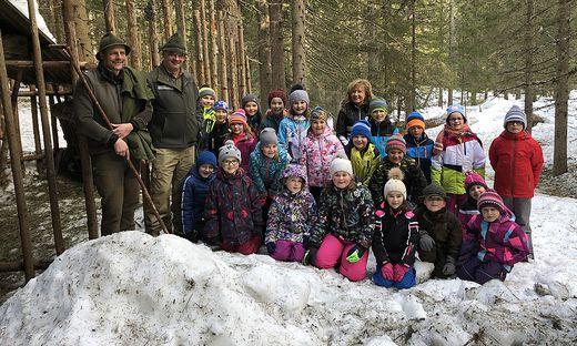 Wildtierkunde mit erfahrenen Jägern erlebten die Kinder aus Kartitsch