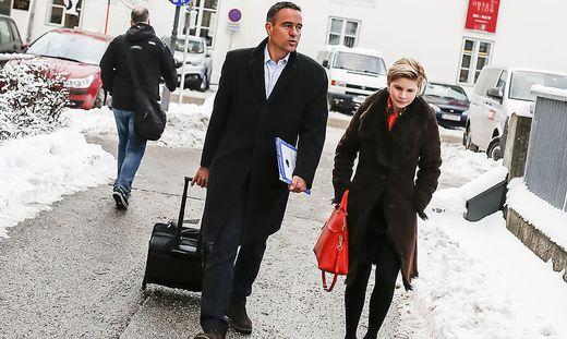 Uwe Scheuch mit Anwältin Ulrike Pöchinger auf dem Weg zum Wahlbroschüren-Prozess