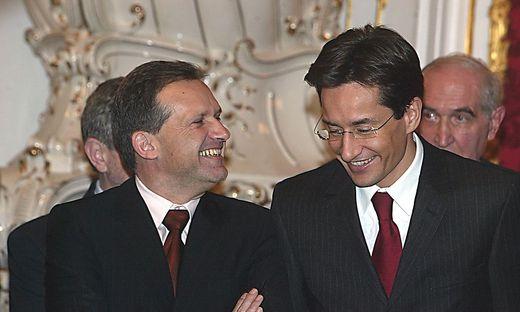 Archivbild aus dem Jahr 2002: Ex-Finanzminister Karl-Heinz Grasser, aber auch Ex-Innenminister Ernst Strasser landeten später vor Gericht