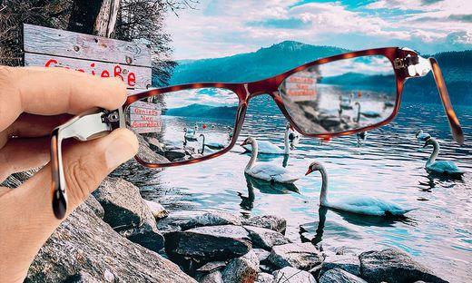 Durch das linke Brillenglas der Blick für Normalsichtige. Rechts die Szene bei Kurzssichtigkeit: verschwommen