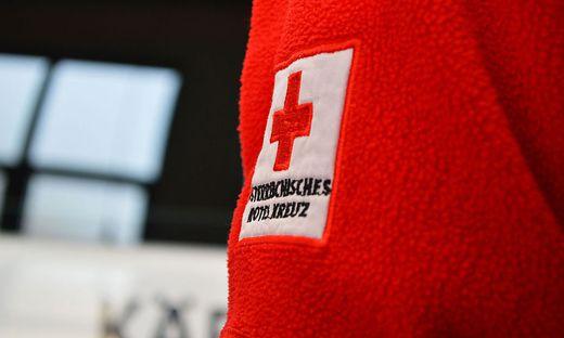 Die Rettung brachte den verletzten Dachdecker ins Krankenhaus