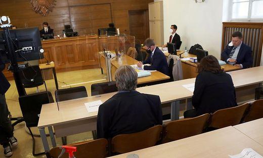 """""""Vorwürfe sind falsch und unwahr"""". Beide Angeklagten bekannten sich nicht schuldig"""