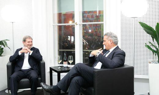 EU-Kommissar Johannes Hahn im Gespräch mit Chefredakteur Hubert Patterer