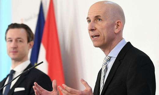 Finanzminister Gernot Blümel und Arbeitsminister Martin Kocher