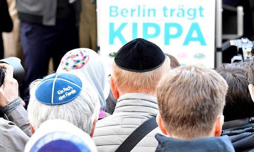 """""""In Deutschland trauen sich Juden nicht mehr mit der Kippa auf die Straße"""", sagt Levine"""