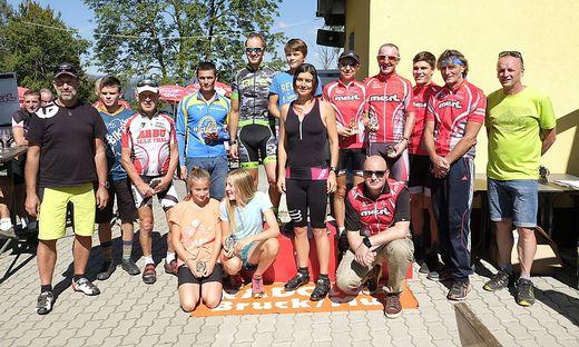 Siegerfoto des Mountainbike-Rennens auf das Madereck