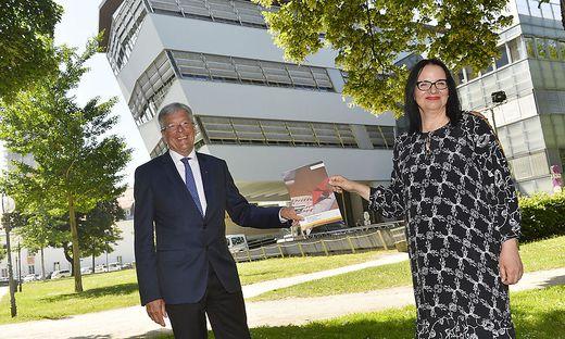 Landeshauptmann Peter Kaiser mit Staatssekretärin Andrea Mayer