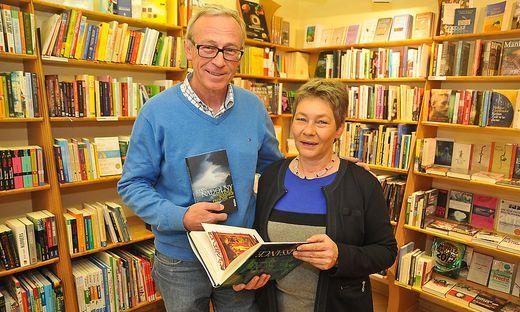 Heidrun und Wilfried Magnet in ihrer Buchhandlung am Völkermarkter Hauptplatz