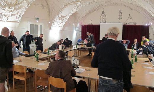 Um 20.15 Uhr musste die Sitzung vom Pöllauer Bürgermeister Johann Schirnhofer unterbrochen werden