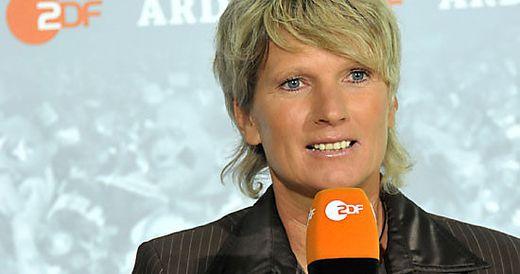 Tv Sensation Erste Deutsche Kommentatorin Bei Fussball Em