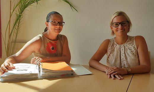 Ulrike Gärtner und Bettina Kuplen im Büro von Innova