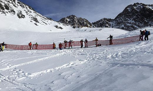 Umweltschützer protestieren gegen die Zusammenlegung der Skigebiete