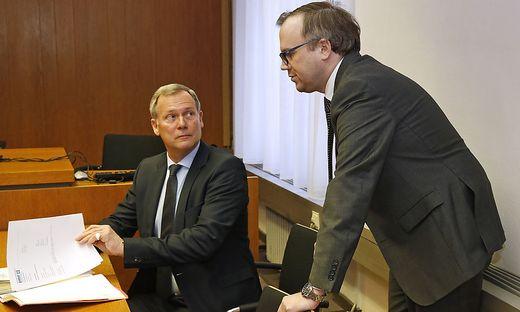 Harald Dobernig (rechts) und sein Anwalt Leopold Wagner beim Prozess am Freitag