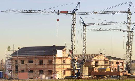 Panorama von Hausbau im Neubaugebiet