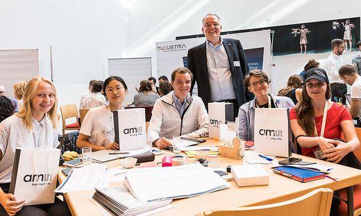 Im Vorjahr stellte ams-Manager Thomas Riener Studierenden die Frage, wie man Social Media mit Sensoren anreichern könne