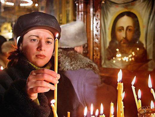 Gläubige in der St. Volodymyr-Kathedrale in Kiew