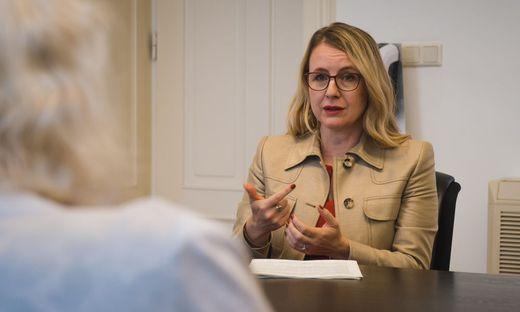 Interview mit Wirtschaftsministerin Margarete Schramböck