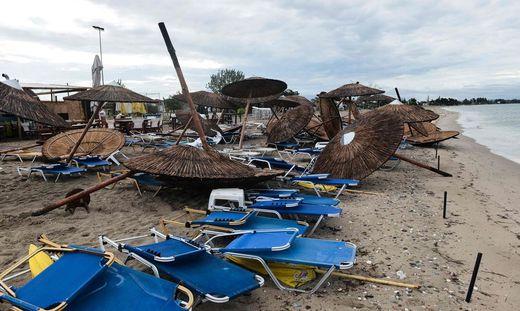Zerstörter Strand in Chalkidiki