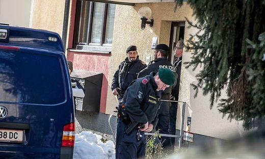 In diesem Haus wurde eine Frau ermordet. Gibt es noch einen zweiten Mord der Frauenbande?