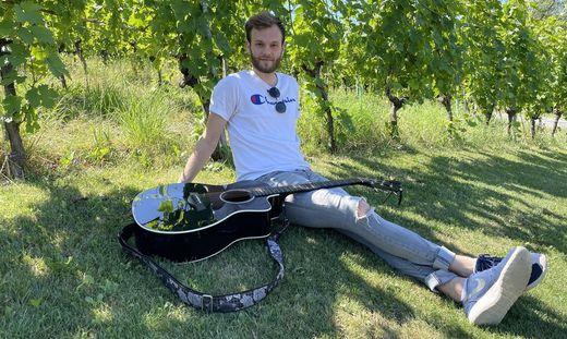 """Der südsteirische Künstler Michael Russ will mit seinem aktuellen Song """"Broken Glass"""" einen Sommerhit landen"""