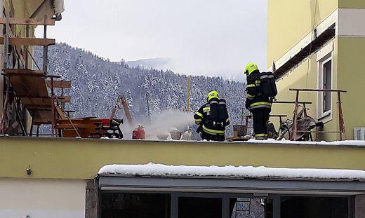Kameraden der Feuerwehr Millstatt löschten Dienstagvormittag eine brennende Gasflasche