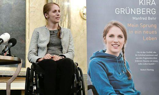 BUCHPRAeSENTATION: KIRA GRUeNBERG - 'MEIN SPRUNG IN EIN NEUES LEBEN'