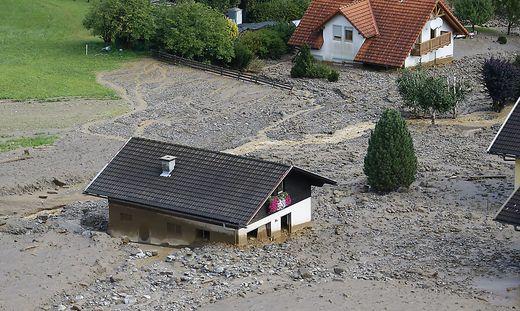 Situation ist äußerst kritisch: Häuser bis zu zwei Meter verschüttet