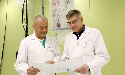 Todoric und Benischke (von links) bei einem Gang durch die künftige Tages- und Wochenklinik des Krankenhauses Friesach