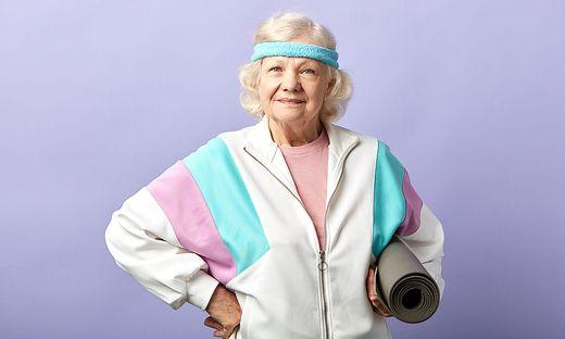 Wer die richtigen Übungen kennt, braucht auch im Alter nicht auf sein tägliches Training verzichten.