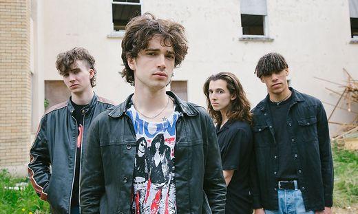 """Die irische Band """"Inhaler"""", in der Mitte Frontmann Elijah Hewson"""