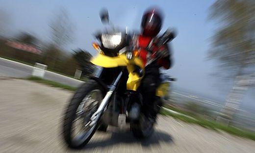 Vier Menschen mussten am Mittwochabend nach Motorradunfällen in Kliniken eingeliefert werden