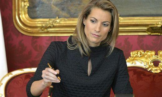 Valerie Hackl bei ihrer Angelobung als Infrastrukturministerin