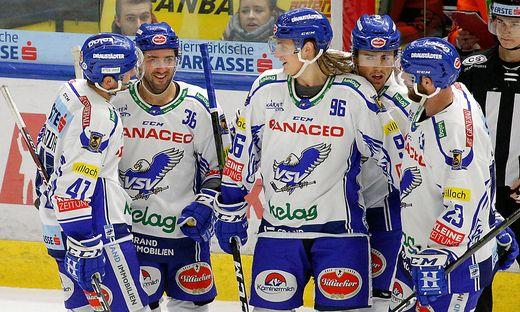 Der erste Sturm, um Anton Karlsson (Mitte), trifft momentan als einziges