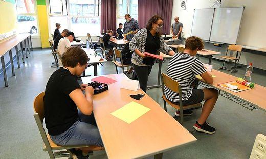 Unterrichtet wurde von rund 1.350 Lehramtsstudenten sowie 1.600 Lehrern.
