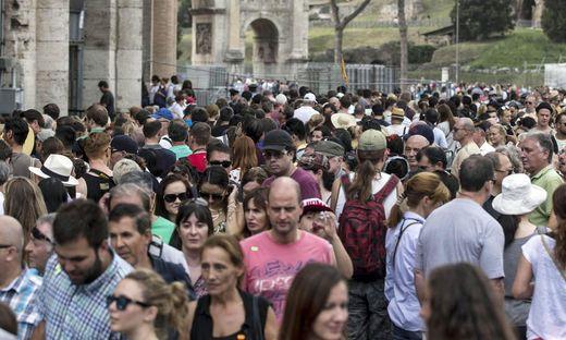 ITALY UNIONS TOURISM COLOSSEUM