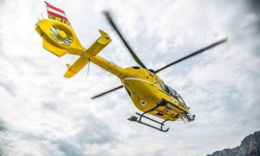 Mit dem Rettungshubschrauber Christophorus 11 wurde der Pensionist ins Klinikum transportiert