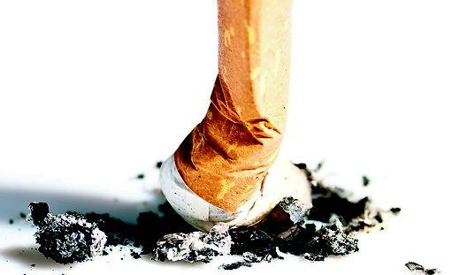 Im brennenden Müllsack haben sich laut Polizei eine Unzahl von Zigarettenstummeln