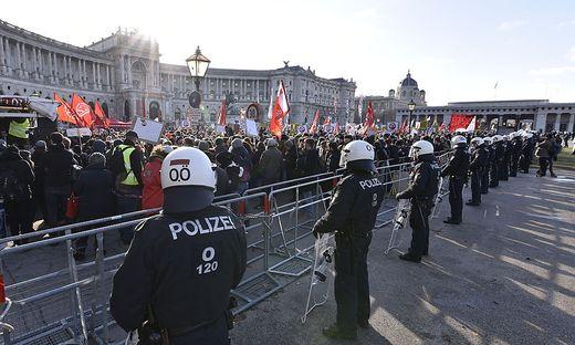 Alleine aus den Bundesländern waren 333 Polizisten im Einsatz