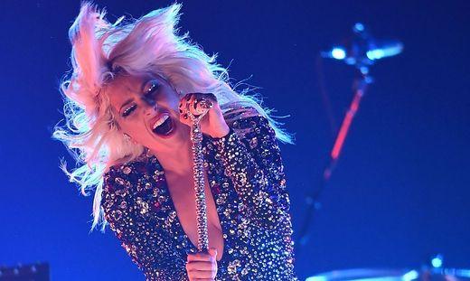 "Lady Gaga ließ sich ""La vie en rose""-Tattoo stechen"
