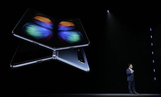 Samsungs DJ Koh bei der Vorstellung des Galaxy Fold in San Francisco