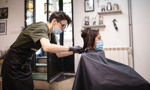 Friseure müssen vorerst geschlossen haben