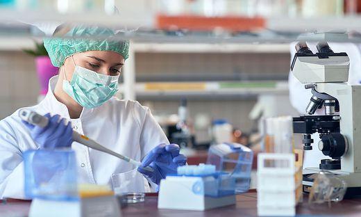 An Medikamenten gegen das Coronavirus wird derzeit intensiv geforscht