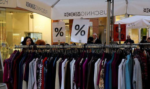 Sale Weihnachtsabverkauf Einkaufszentrum Abverkauf nach Weihnachten Rausverkauf % Nachlass Sonderpreise