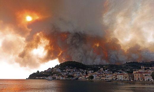 Feuer wüten auch in  Limni auf Evia, rund 160 Kilometer nördlich von Athen