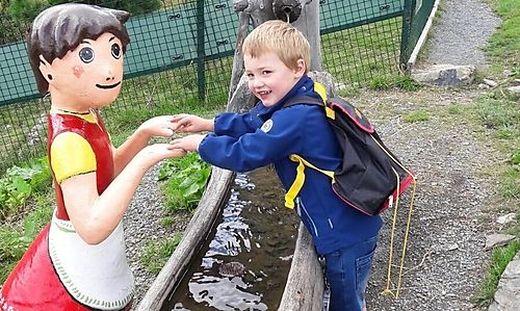 Nichtschwimmer Elias stürzte im Freibad Bleiburg in ein Becken und blieb länger als fünf Minuten unter Wasser