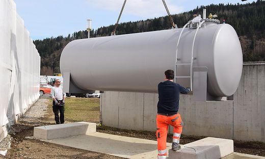 Zusätzlich zum 7.500-Liter-Dieseltank wurde nun ein 10.000-Liter-Dieseltank am Wirtschaftshof installiert