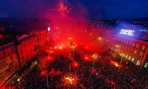 Kroatien feiert am Trg Ban Jelacic